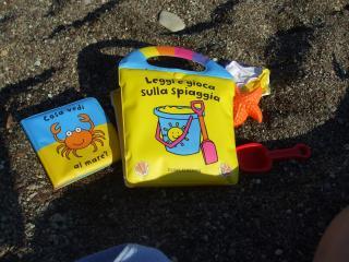 Leggi e gioca sulla spiaggia